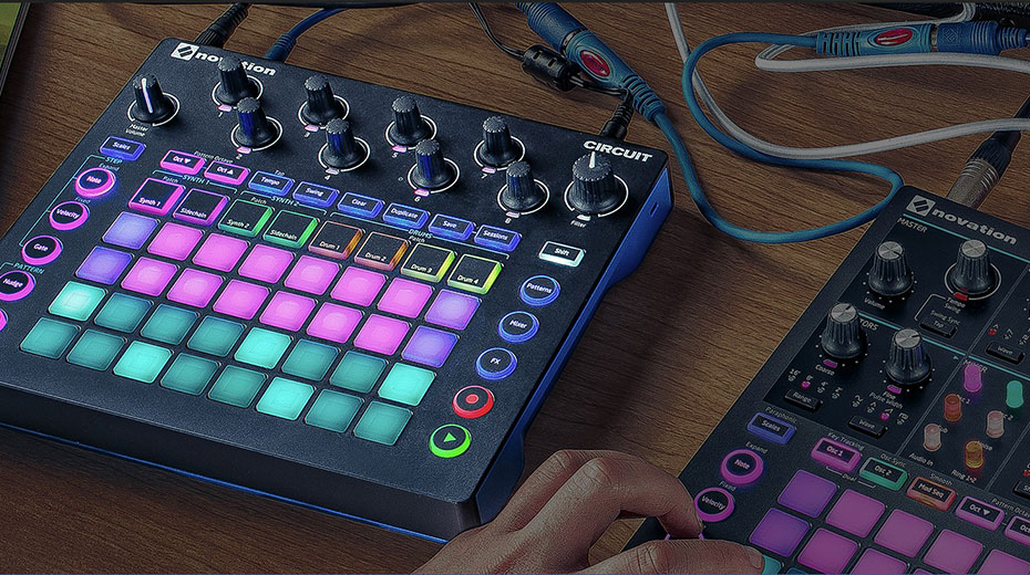 Novation Circuit: a solution to scales and chords