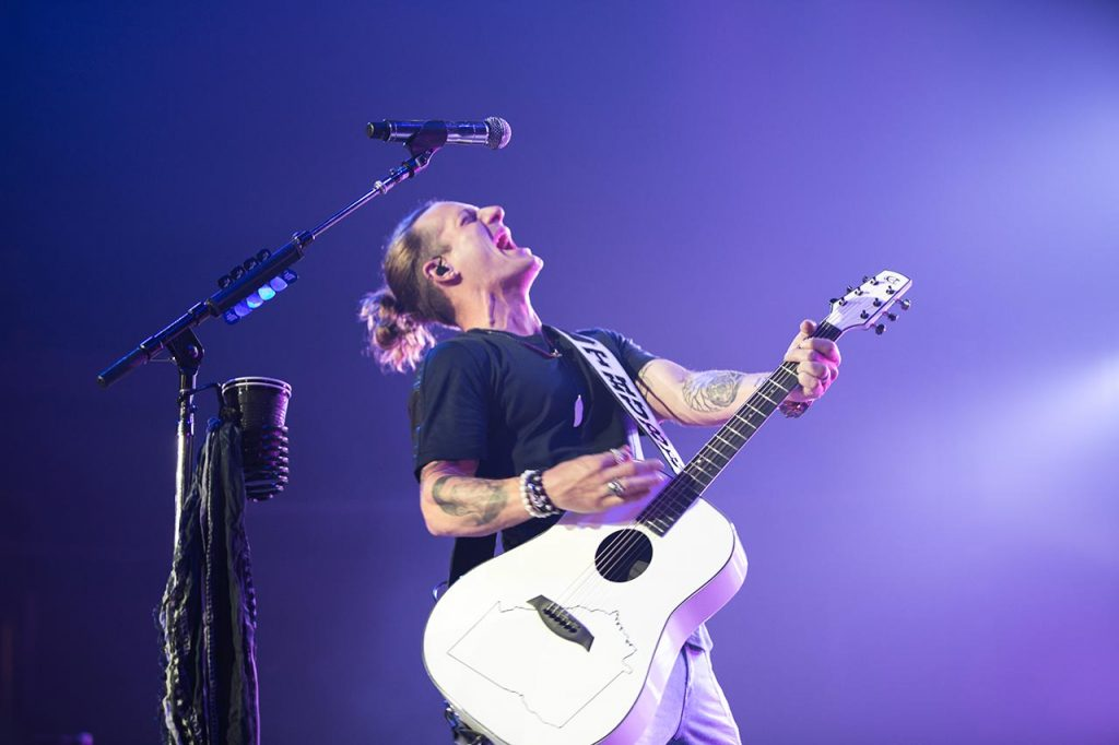 Tyler Hubbard of Florida Georgia Line with his Peavey Composite Acoustics Guitar (Photo credit: Justin Mrusek)